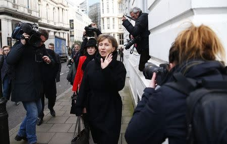 Marina Litvinenko, widow of murdered KGB agent Alexander Litvinenko is surrounded by cameras as she makes her way back to the High Court in central London, January 27, 2015. REUTERS/Andrew Winning