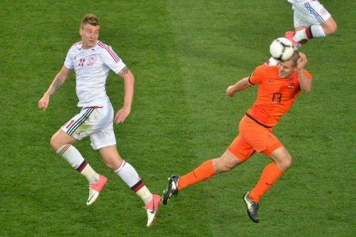 Danish forward Nicklas Bendtner (L) fights for the ball with Dutch defender Ron Vlaar
