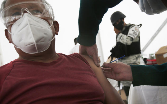 An elderly man gets his Sinovac Biotech COVID-19 vaccine at the Americas sports center in Ecatepec, a borough on the outskirts of Mexico City, Tuesday, Feb. 23, 2021. (Foto AP/Marco Ugarte