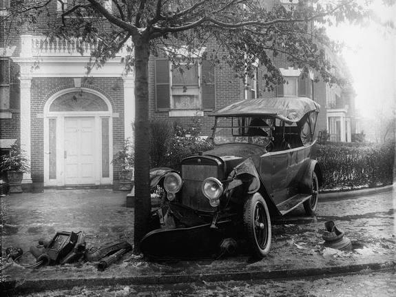 A photo of a Penrose car accident taken sometime between 1920 and 1921.