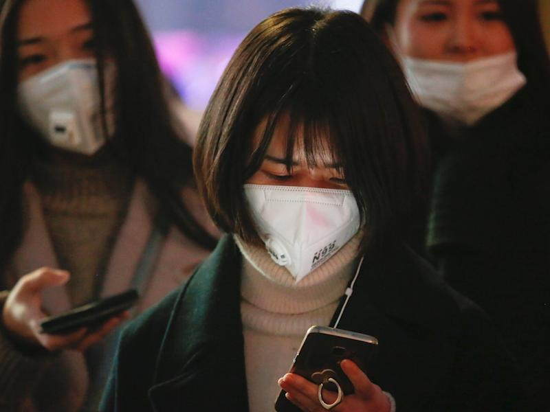 women china phone face masks pollution