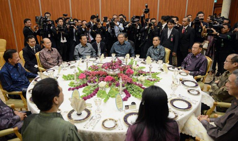 Leaders from ASEAN attend a working dinner at the prime minister's complex in Bandar Seri Begawan on April 24, 2013