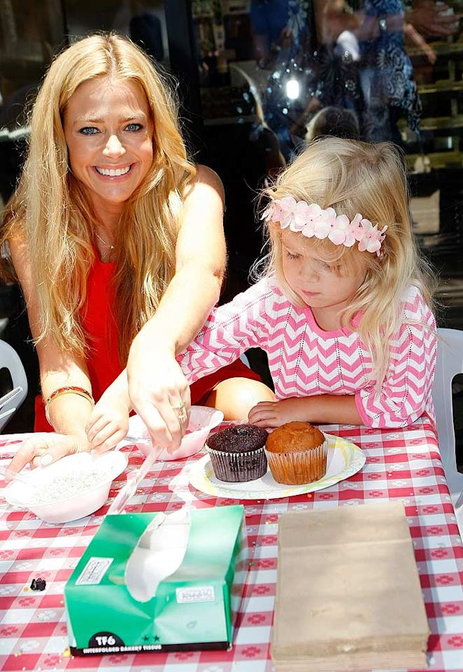 "Denise Richards helped her 4-year-old, Lola, decorate cupcakes. Michael Buckner/<a href=""http://www.wireimage.com"" target=""new"">WireImage.com</a> - June 28, 2009"