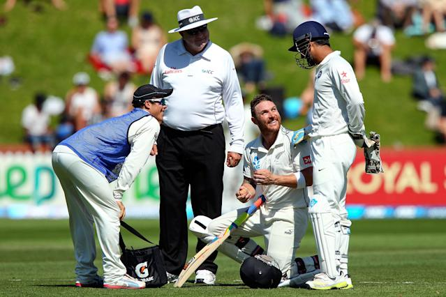 WELLINGTON, NEW ZEALAND - FEBRUARY 17: Brendon McCullum of New Zealand talks to MS Dhoni of India during a break in play on day four of the 2nd Test match between New Zealand and India on February 17, 2014 in Wellington, New Zealand. (Photo by Hagen Hopkins/Getty Images)