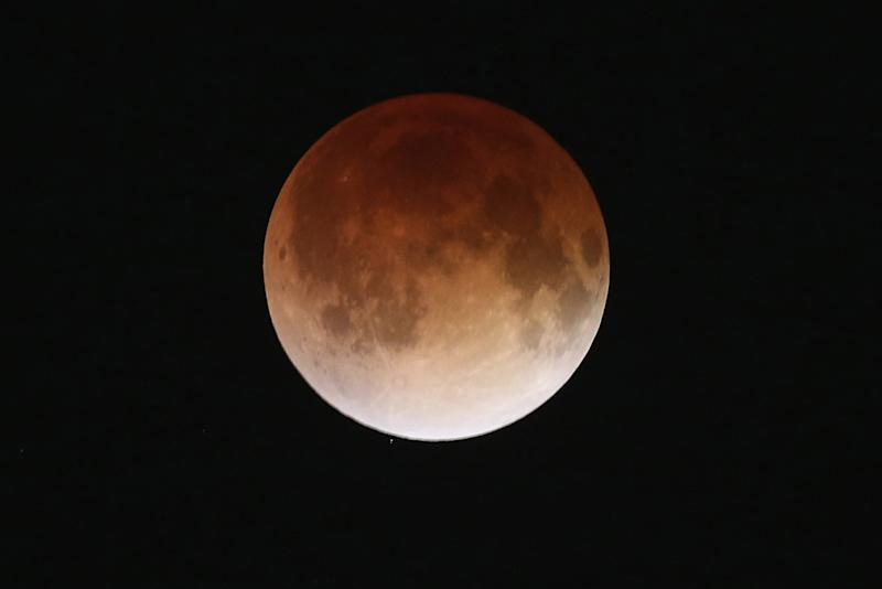 Lunar Eclipse 2014: Best Twitter Pictures of Blood Moon