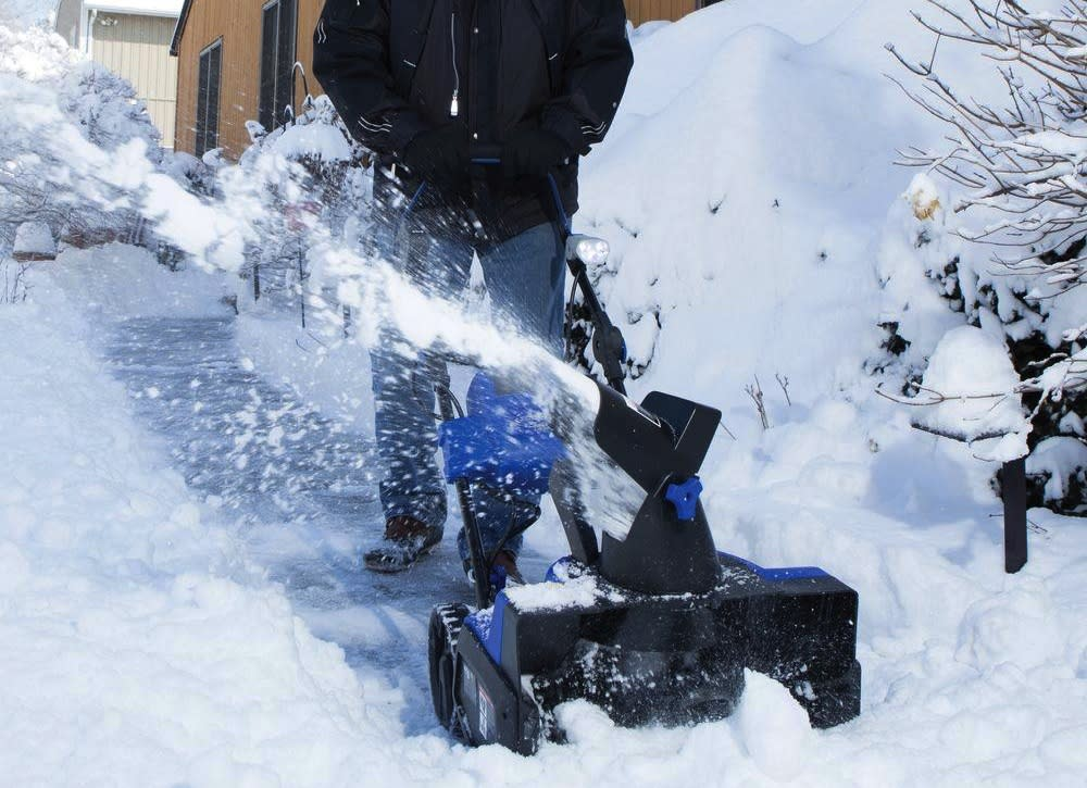 Best Electric Snow Blower For Heavy Snow : Buyer s guide the best snow blowers