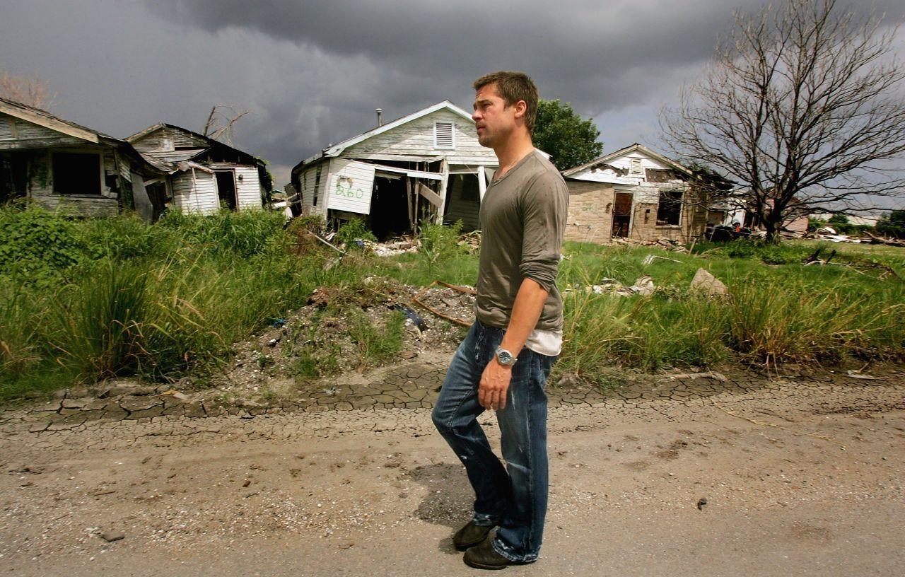 <p>The actor surveys the destruction in the city's Lower 9th Ward. (Photo: Getty Images)</p>