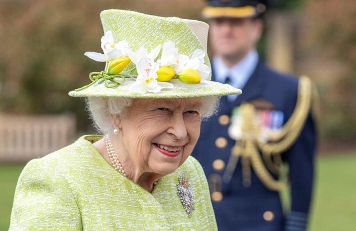 EGHAM, ENGLAND – MARCH 31: Queen Elizabeth II during a visit to The Royal Australian Air Force Memorial on March 31, 2021 near Egham, England. (Photo by Steve Reigate – WPA Pool/Getty Images)