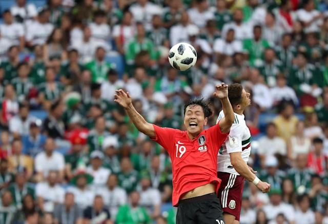 Soccer Football - World Cup - Group F - South Korea vs Mexico - Rostov Arena, Rostov-on-Don, Russia - June 23, 2018 Mexico's Javier Hernandez in action with South Korea's Kim Young-gwon REUTERS/Marko Djurica TPX IMAGES OF THE DAY