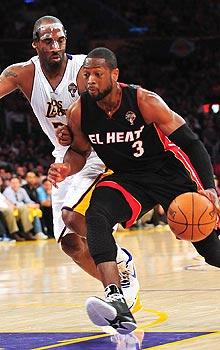 Kobe Bryant leads Lakers by Heat as Dwyane Wade exits early