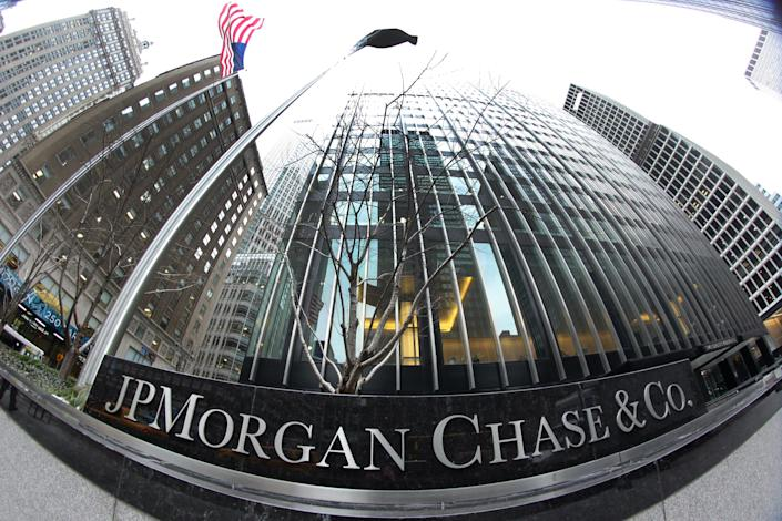 The JP Morgan Chase & Co. headquarters, The JP Morgan Chase Tower in Park Avenue, Midtown, Manhattan, New York. JPMorgan Chase & Co. is an American multinational banking and financial services holding company. It is the largest bank in the United States. Manhattan, New York, USA. 27th January 2014. Photo Tim Clayton (Photo by Tim Clayton/Corbis via Getty Images)