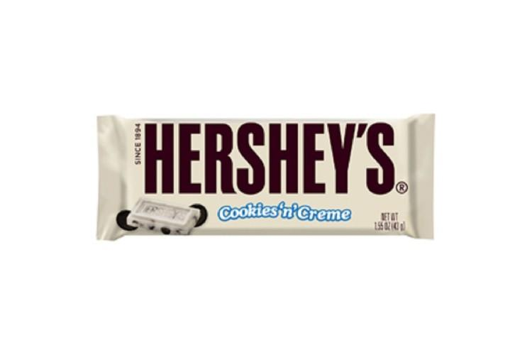 HERSHEY'S Cookies 'n' Creme Candy Bar (Pack of 36). (Photo: Amazon)