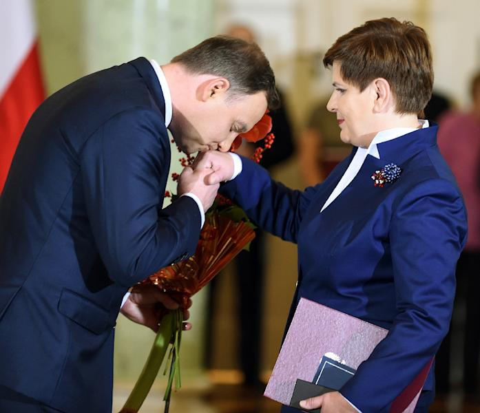 Poland's President Andrzej Duda (L) congratulates Beata Szydlo after she was sworn in as new Polish Prime Minister at the Presidential Palace in Warsaw on November 16, 2015 (AFP Photo/Janek Skarzynski)