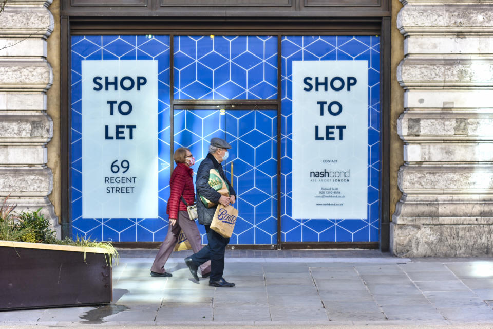 A couple walks past one of a shop in London which is currently unoccupied or closed during the third lockdown in due to the Coronavirus pandemic. (Photo by Dave Rushen / SOPA Images/Sipa USA)