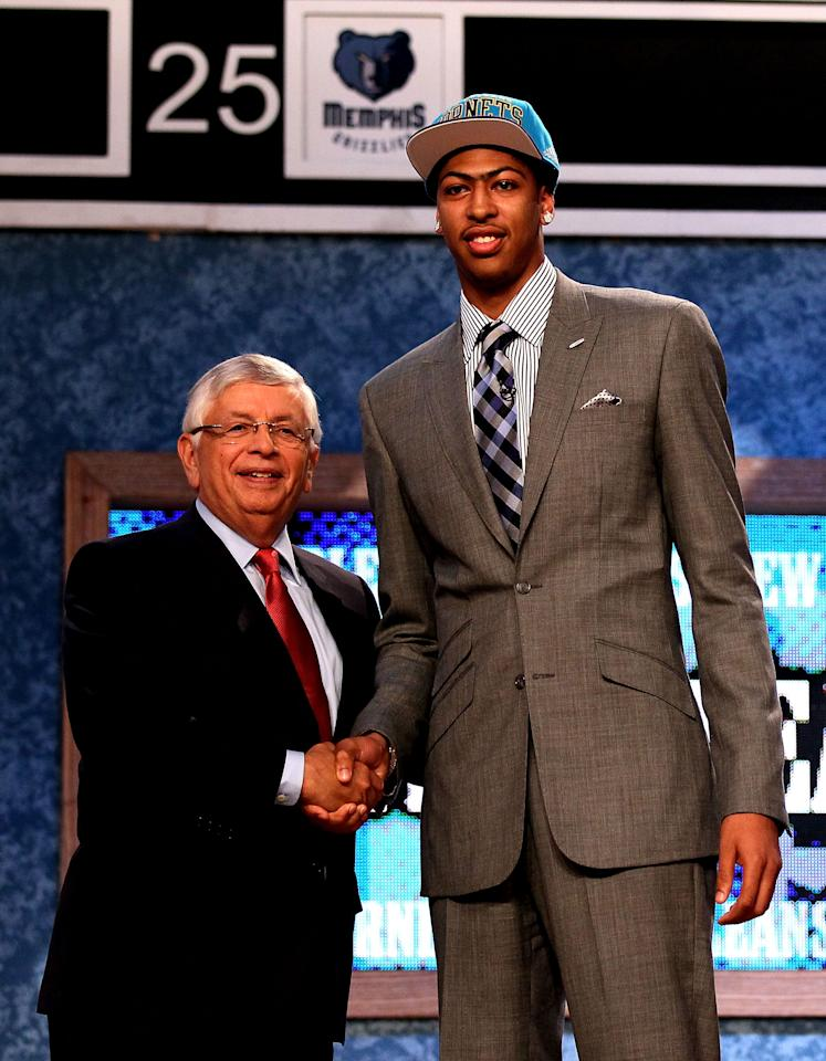 NEWARK, NJ - JUNE 28:  Anthony Davis (R) of the Kentucky Wildcats greets NBA Commissioner David Stern (L) after he was selected number one overall by the New Orleans Hornets during the first round of the 2012 NBA Draft at Prudential Center on June 28, 2012 in Newark, New Jersey. NOTE TO USER: User expressly acknowledges and agrees that, by downloading and/or using this Photograph, user is consenting to the terms and conditions of the Getty Images License Agreement.  (Photo by Elsa/Getty Images)