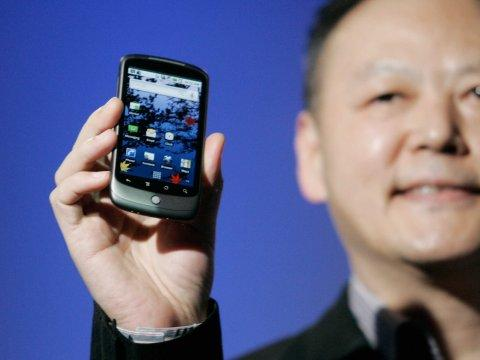 google htc nexus one smartphone held by peter chou