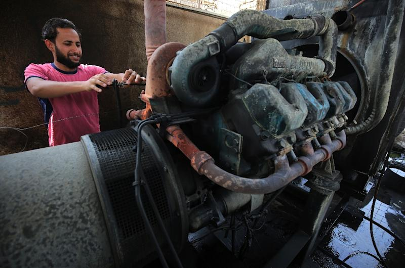 A man in Baghdad checks a electricity generator in this file photo taken on September 13, 2017 (AFP Photo/AHMAD AL-RUBAYE)