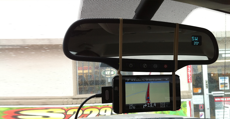 No GPS mount? No problem. Tie a knot in the middle of two rubber bands and fix your phone to the rearview mirror.