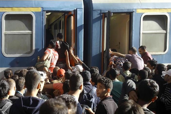 Migrants board a train heading to the Hungarian-Austrian border at the main Keleti train station in Budapest on September 3, 2015, after authorities re-opened the station (AFP Photo/Peter Kohalmi)