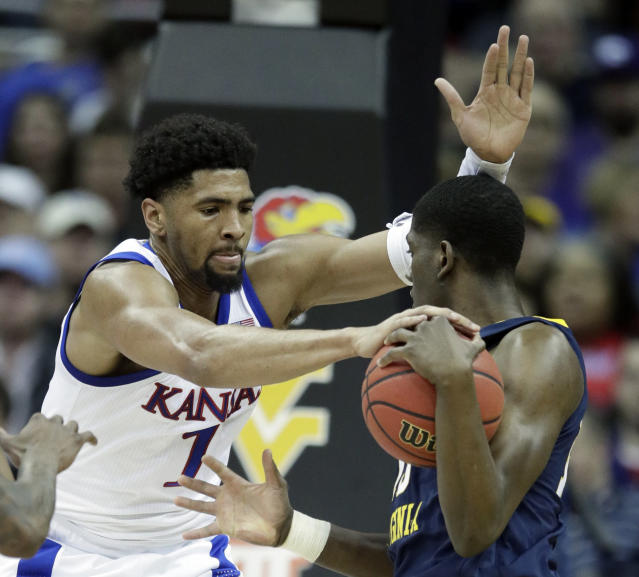 Kansas forward Dedric Lawson (1) covered West Virginia forward Lamont West, right, during the first half of an NCAA college basketball game in the semifinals of the Big 12 conference tournament in Kansas City, Mo., Friday, March 15, 2019. (AP Photo/Orlin Wagner)