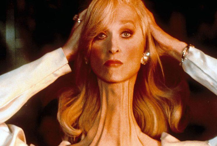 Meryl Streep adjusts her broken neck in Death Becomes Her