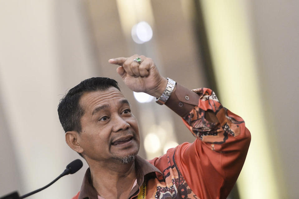 The Felda NGO Consensus Council chairman Datuk Mazlan Aliman said he backs the reported plan by Felda chairman Datuk Seri Idris Jusoh to take back 350,000 hectares of the troubled authority's land leased to FGV. — Picture by Miera Zulyana