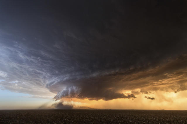<p>This incredibly photogenic storm near Booker, Texas on June 3, 2013, was like a dust-eating machine. (Photo: Mike Olbinski/Caters News) </p>
