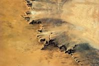 """Arid fingers of sand-blasted rock look like they're barely holding on against the hot Saharan wind. <a href=""""https://twitter.com/Cmdr_Hadfield/"""" rel=""""nofollow noopener"""" target=""""_blank"""" data-ylk=""""slk:(Photo by Chris Hadfield/Twitter)"""" class=""""link rapid-noclick-resp"""">(Photo by Chris Hadfield/Twitter)</a>"""