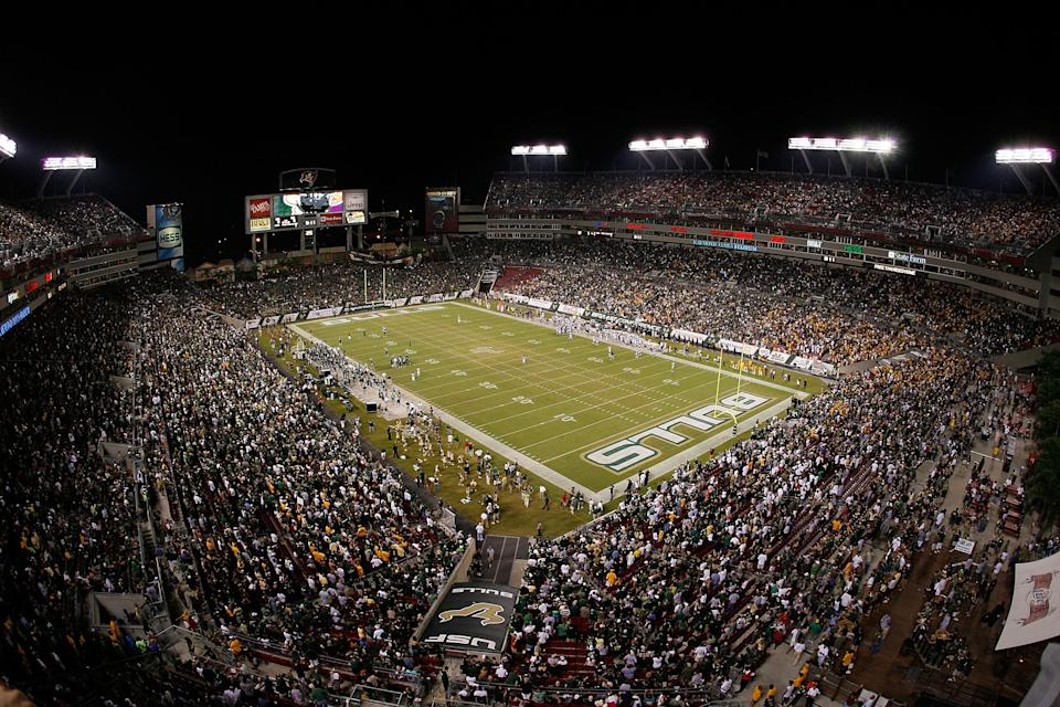 TAMPA, FL - SEPTEMBER 28:  General view of the stadium prior to the game between the West Virginia Mountaineers and the South Florida Bulls on September 28, 2007 at Raymond James Stadium in Tampa, Florida.  (Photo by J. Meric/Getty Images)