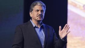 Anand Mahindra shares video of New Yorker dancing to Bollywood hits