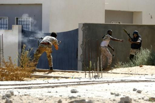 The fighting in Libya has killed more than 280 civilians and 2,000 fighters and displaced tens of thousands