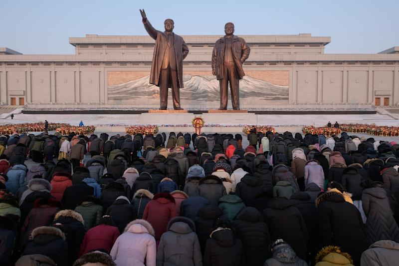 Thousands of North Koreans braved bitterly cold weather to pay tribute to late leader Kim Jong Il on his birthday (AFP Photo/Ed JONES)