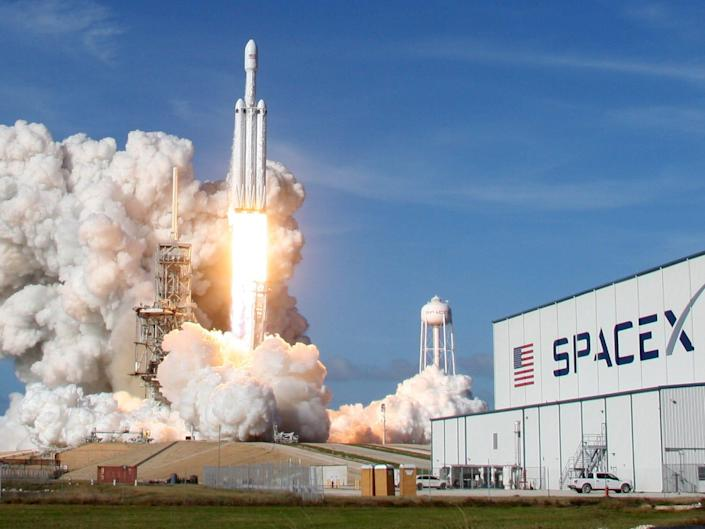 Falcon heavy launch spacex