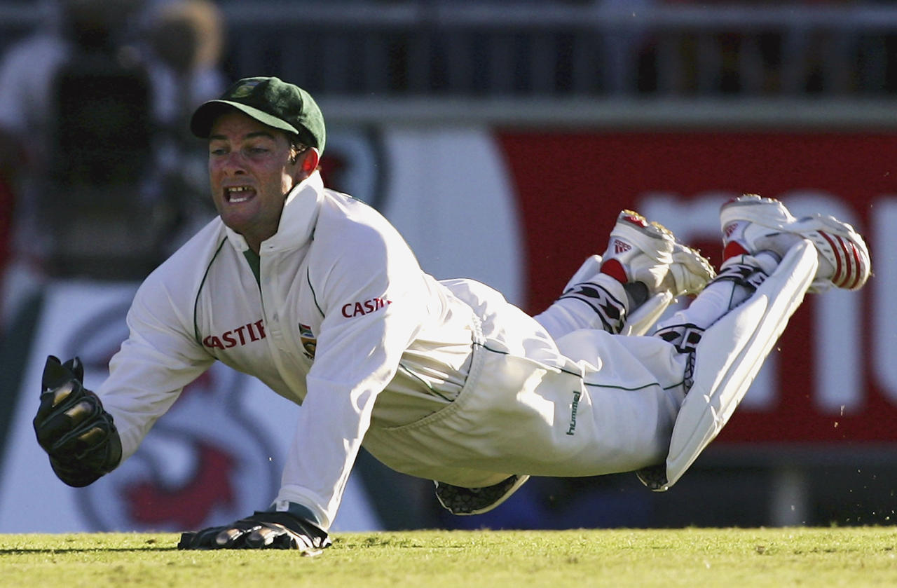 PERTH, AUSTRALIA - DECEMBER 17:  Mark Boucher of South Africa dives to catch Matthew Hayden of Australia during day two of the First Test between Australia and South Africa played at the WACA on December 17, 2005 in Perth, Australia.  (Photo by Hamish Blair/Getty Images)