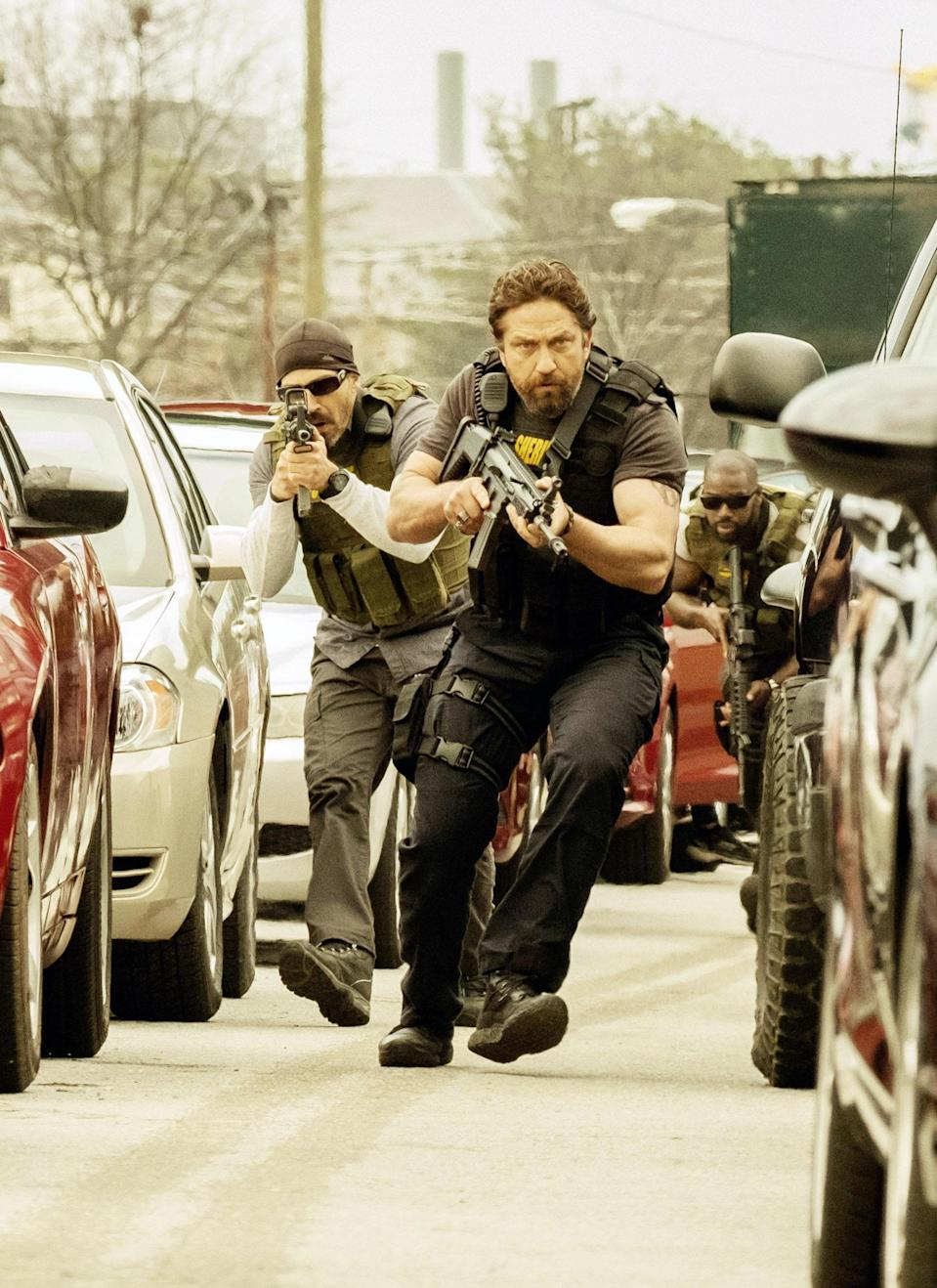 Maurice Compte, Gerard Butler, and Mo McRae in Den of Thieves, 2018.