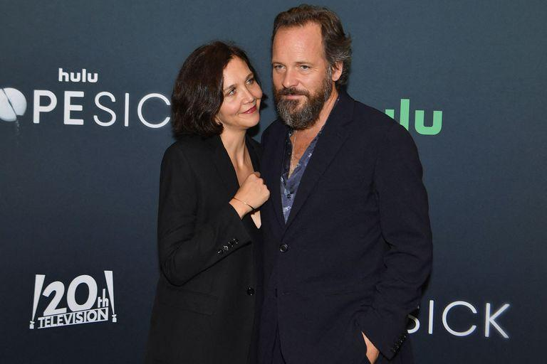 """US actress Maggie Gyllenhaal (L) and husband US actor Peter Sarsgaard attend the Hulu premiere of """"Dopesick"""" at the Museum of Modern Art (MoMA) on October 4, 2021 in New York City. (Photo by Angela Weiss / AFP)"""