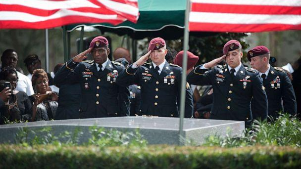 PHOTO: Members of the 3rd Special Forces Group, 2nd battalion salute the casket of Army Sgt. La David Johnson at his burial service in the Memorial Gardens East cemetery, Oct. 21, 2017 in Hollywood, Fla. (Gaston De Cardenas/AFP/Getty Images)