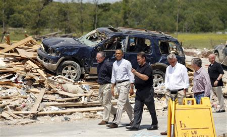 U.S. President Barack Obama visits the tornado devastated town of Vilonia, Arkansas May 7, 2014.REUTERS/Kevin Lamarque
