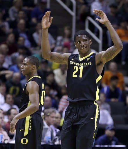 Oregon's Damyean Dotson (21) engages the crowd during the final seconds of a third-round game in the NCAA college basketball tournament against Saint Louis Saturday, March 23, 2013, in San Jose, Calif. Oregon won the game, 74-57. (AP Photo/Ben Margot)