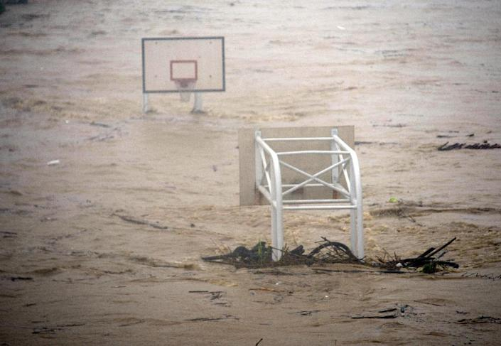 A basketball court is flooded by the Jingmei river as Typhoon Soudelor hits Taipei on August 8, 2015 (AFP Photo/Sam Yeh)