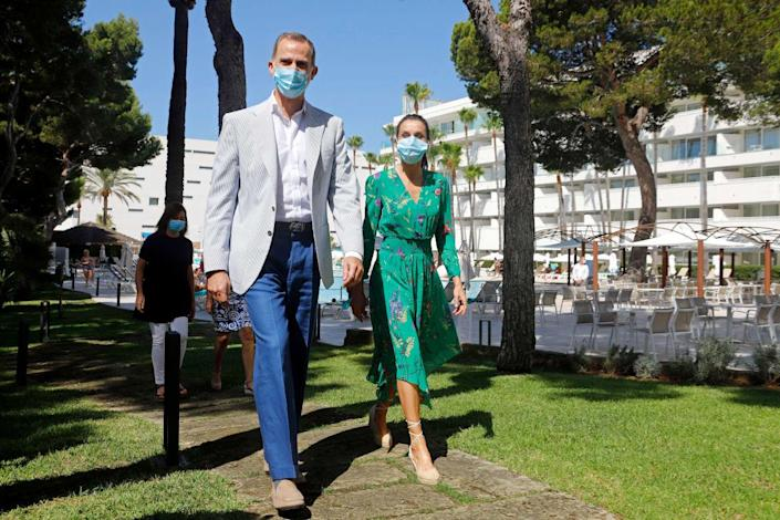 """<div class=""""inline-image__caption""""> <p>King Felipe of Spain and Queen Letizia of Spain, wearing face masks, arrive for a reception at Iberostar Cristina Hotel on June 25, 2020 in Palma de Mallorca, Spain.</p> </div> <div class=""""inline-image__credit""""> Clara Margais/Getty </div>"""