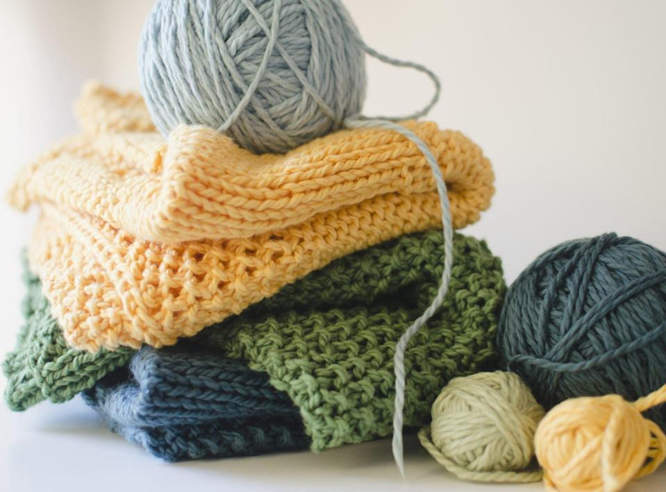 Knitted blankets and balls of yarn