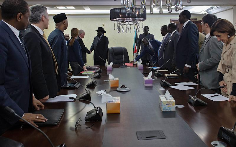 United Nations (UN) Security Council members attend a meeting with South Sudan's President Salva Kiir (C) and members of his cabinet August 12, 2014 in Juba (AFP Photo/Charles Lomodong)