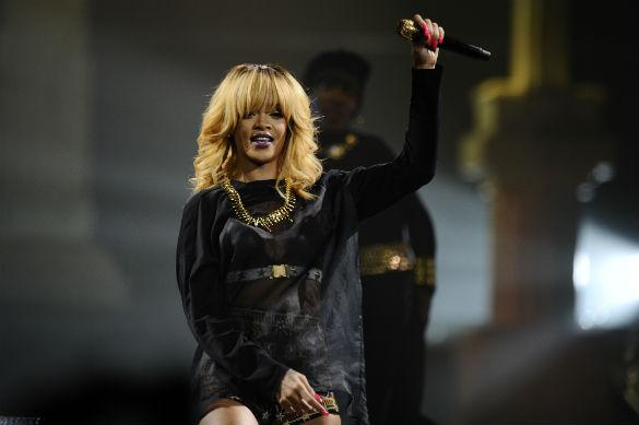 Rihanna Enrages Dutch Fans By Turning Up 'Two Hours Late' For Her Own Show