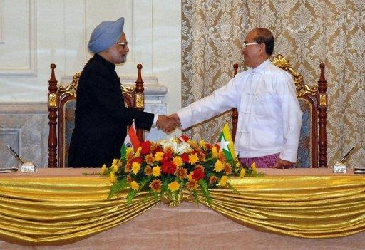 Indian PM Manmohan Singh (left) shakes hands with Myanmar President Thein Sein during their meeting in Naypyidaw