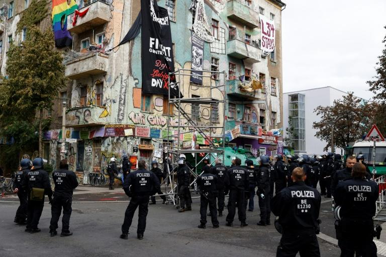 Police clear Berlin squat, symbol of city's radicalism