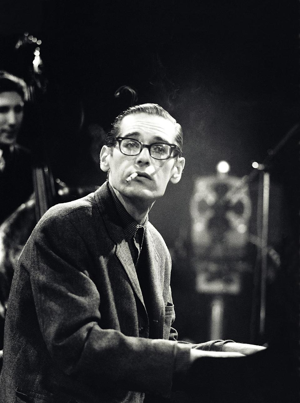<p>Pianist Bill Evans led his own ensemble, The Bill Evans Trio, in the late 1950s after having performed with the Miles Davis band. His style uniquely incorporated block chords — though somehow with the lightest touch — making for to an impressionistic performance. While playing, the guy was super cool; he was almost always smoking a cigarette as both hands perpetually moved across the keyboard. (Note: Smoking kills!) <i>(Photo: Getty Images)</i></p>