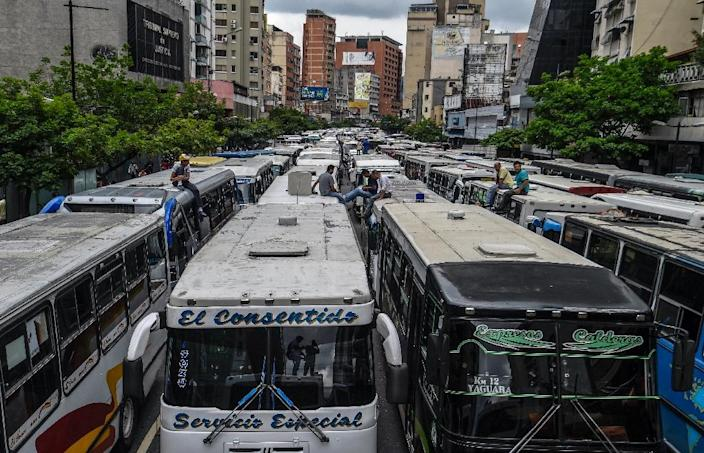 Employers of public transportation block a main avenue in Caracas during a protest due to the shortage in Venezuela of spare parts for their vehicles (AFP Photo/Juan Barreto)