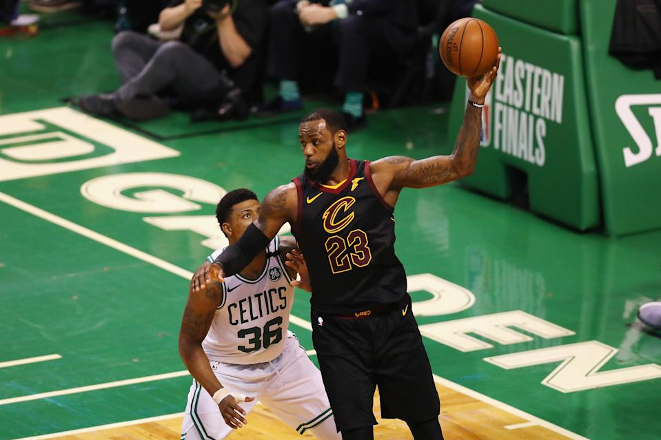 "<a class=""link rapid-noclick-resp"" href=""/nba/players/3704/"" data-ylk=""slk:LeBron James"">LeBron James</a> dropped 35 points in Cleveland's 87-79 win over the <a class=""link rapid-noclick-resp"" href=""/nba/teams/bos"" data-ylk=""slk:Boston Celtics"">Boston Celtics</a> in Game 7 of the Eastern Conference Finals on Sunday night in Boston. (Getty Images)"