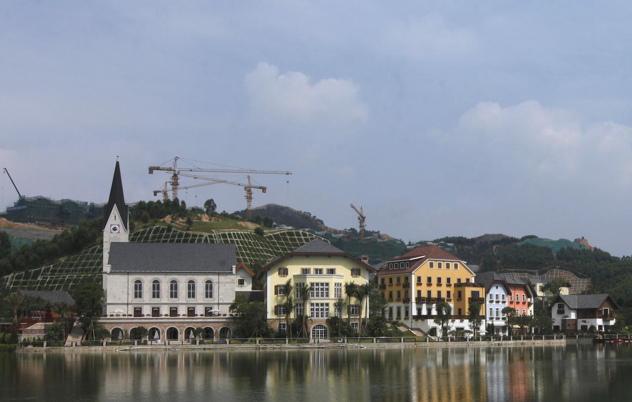 A general view of a replica of Austria's UNESCO heritage site, Hallstatt village, in China's southern city of Huizhou in Guangdong province June 1, 2012. Metals and mining company China Minmetals Corporation spent $940 million USD to build this controversial site and hopes to attract both tourists and property investors alike, according to local newspaper reports. REUTERS/Tyrone Siu (CHINA - Tags: BUSINESS SOCIETY SCIENCE TECHNOLOGY)